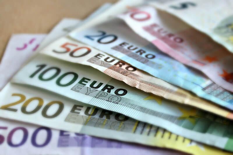 まだ外貨両替は銀行や空港でやってるの?外貨両替はネットで両替した方が安い