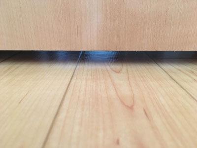 ドアの開閉部分と下の隙間