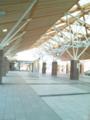 岡山駅西口。煉瓦柱と木の屋根かわいい