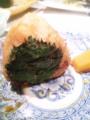 焼おむすびが味噌焼でしかも紫蘇の葉がついてる!しそのはが ついと