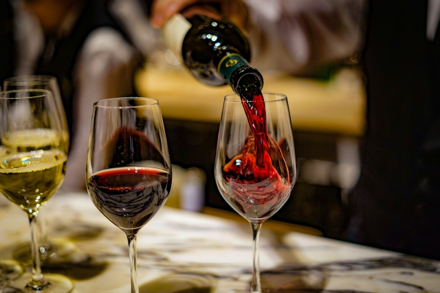 おしゃれなワイングラスのイメージ