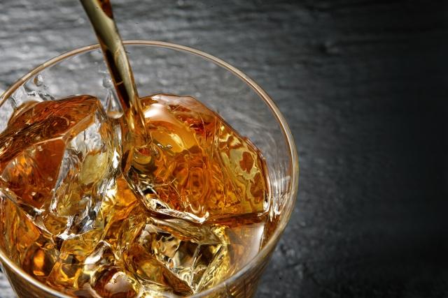琥珀色の誘惑 ウイスキーロック
