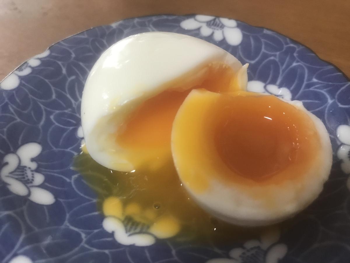 黄身がトロトロの半熟ゆで卵