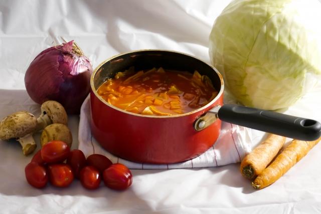 野菜たくさんのトマトスープ