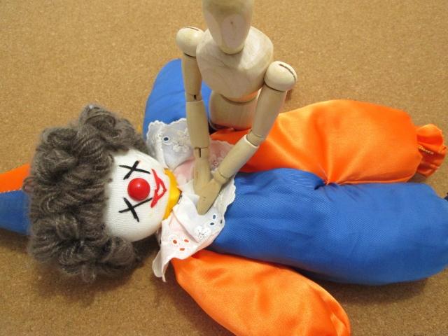 人形お使った心臓マッサージ
