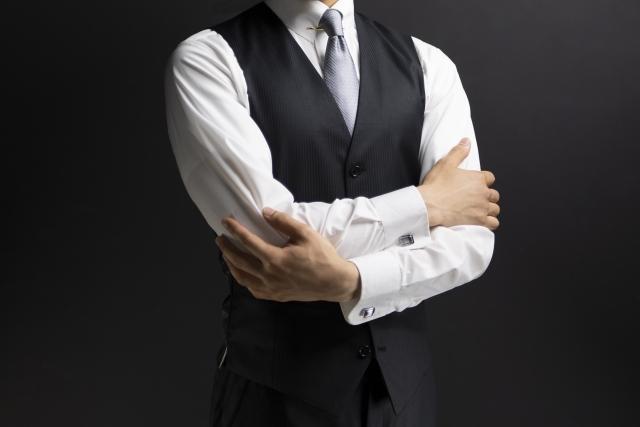 三揃スーツの男性ビジネスマン