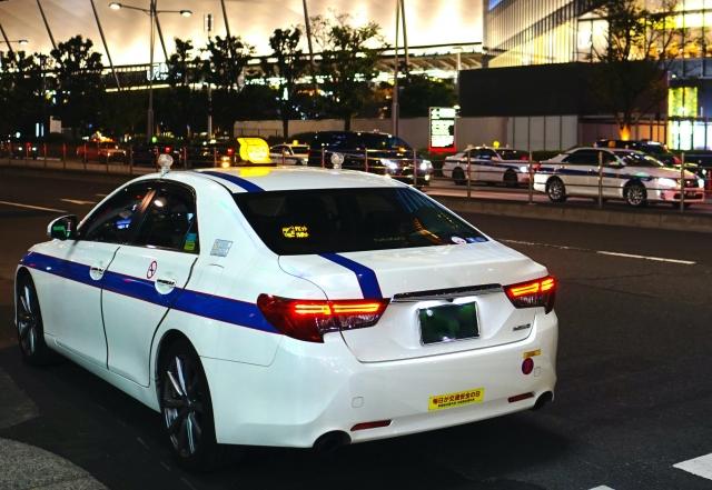 個人タクシーのイメージ(夜)