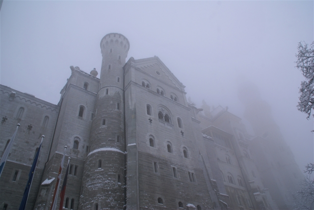 霧の中のノイシュヴァンシュタイン城