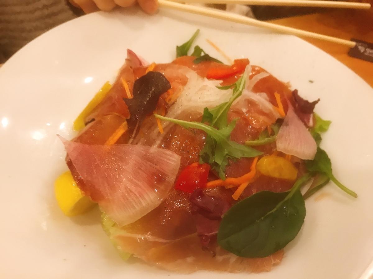 「ヘルシーランチ」のメインディッシュの「イタリア産生ハムの彩りサラダ」