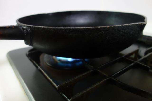 フライパンを熱する