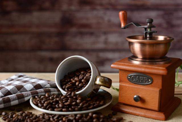 珈琲豆とコーヒーミル