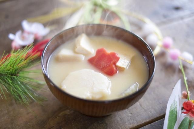 白味噌のお雑煮と正月飾り