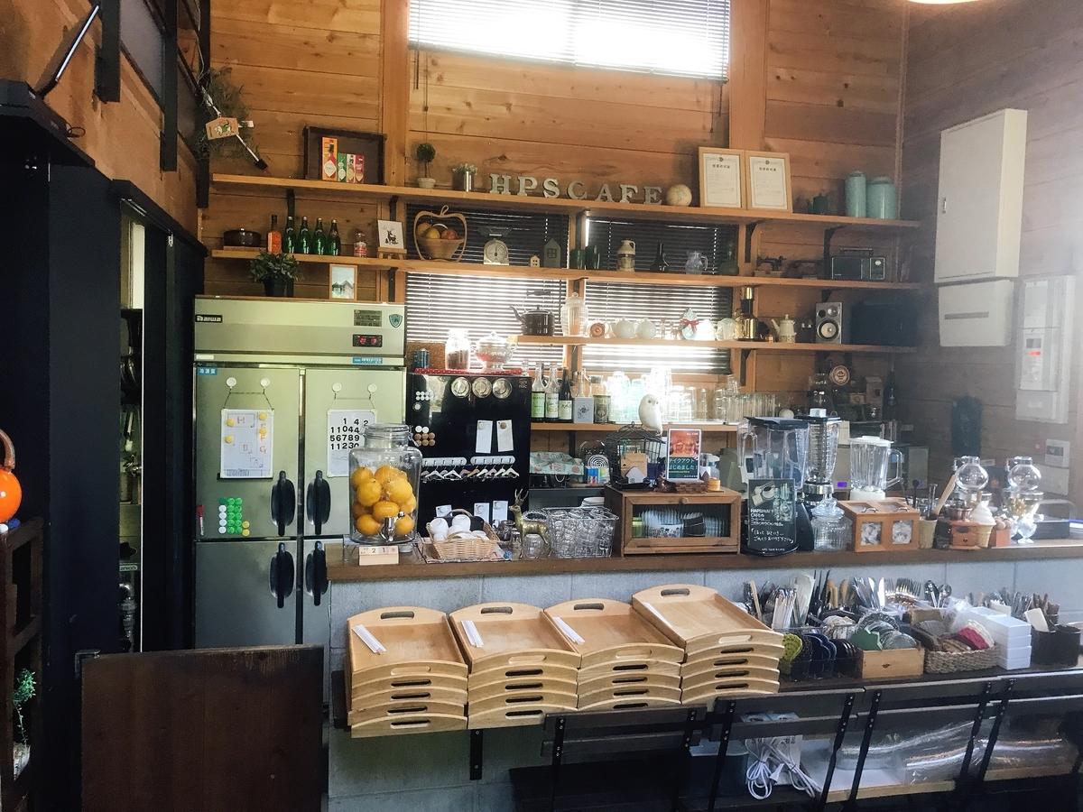 「Hapshuu(ハップシュー)Cake and Café」の店内のカウンター