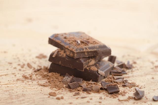 積まれた板チョコレート