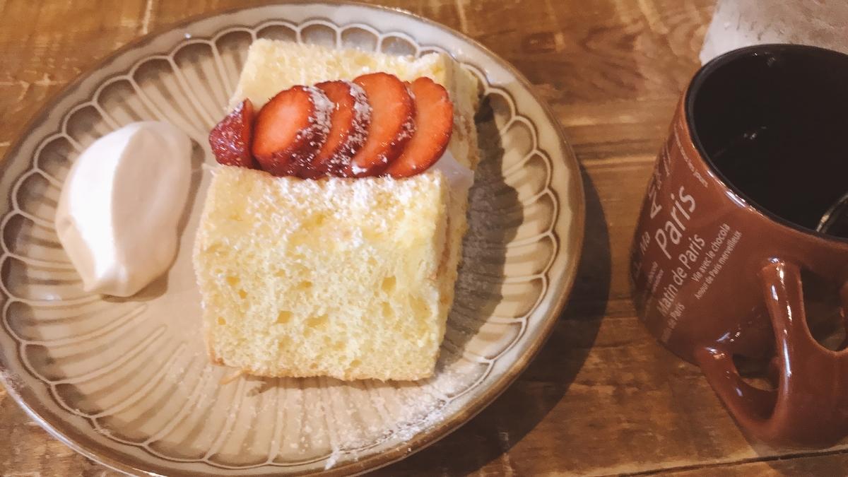 いちごと生クリームのシフォンケーキ