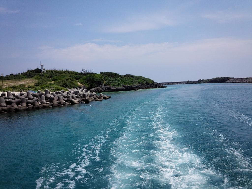 久高島を去るフェリーからの景色