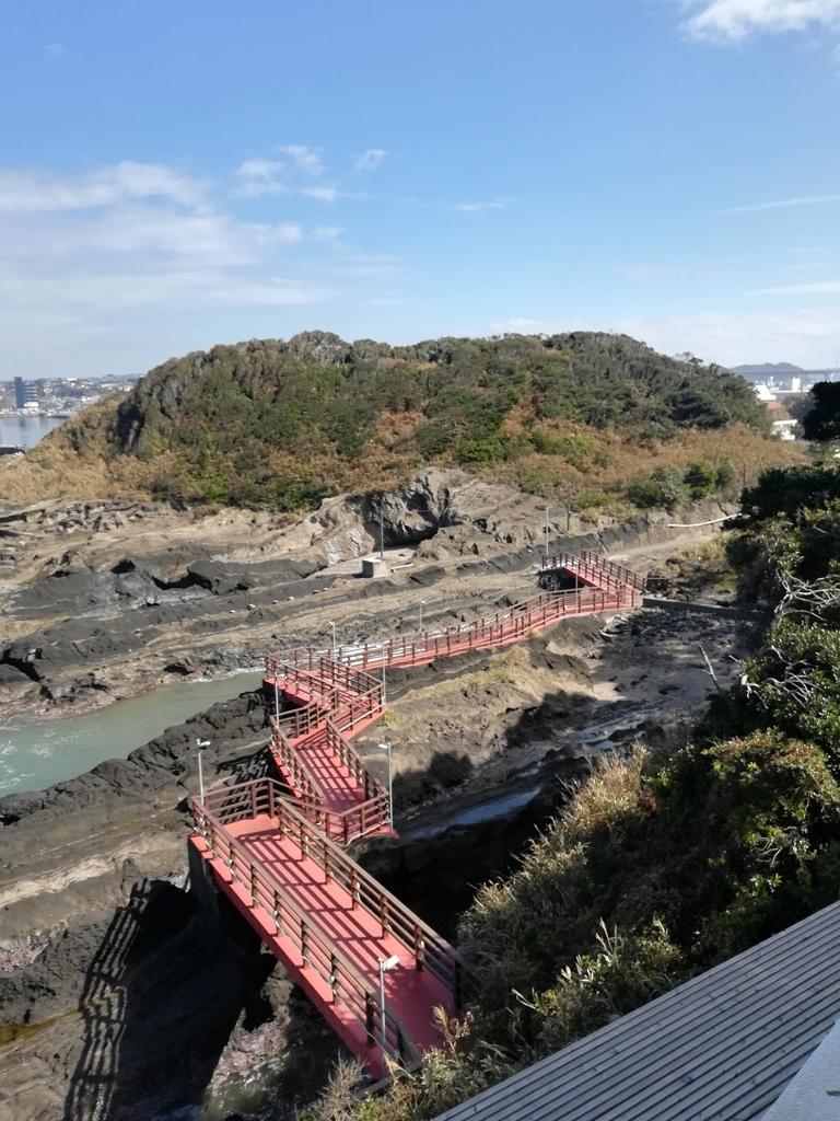 城ヶ島京急ホテルの裏手は商店街に抜けられます