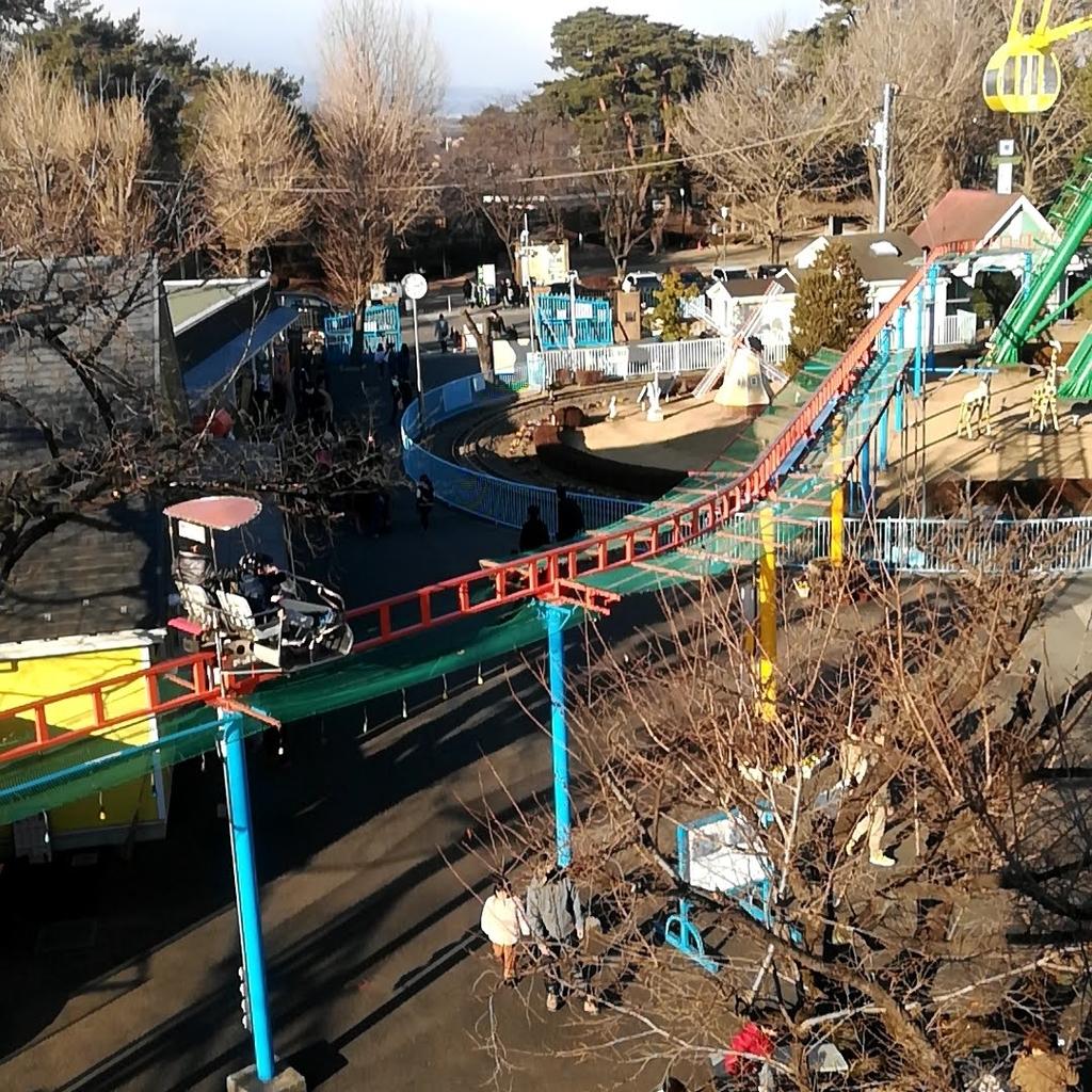 華蔵寺公園遊園地のサイクルモノレール