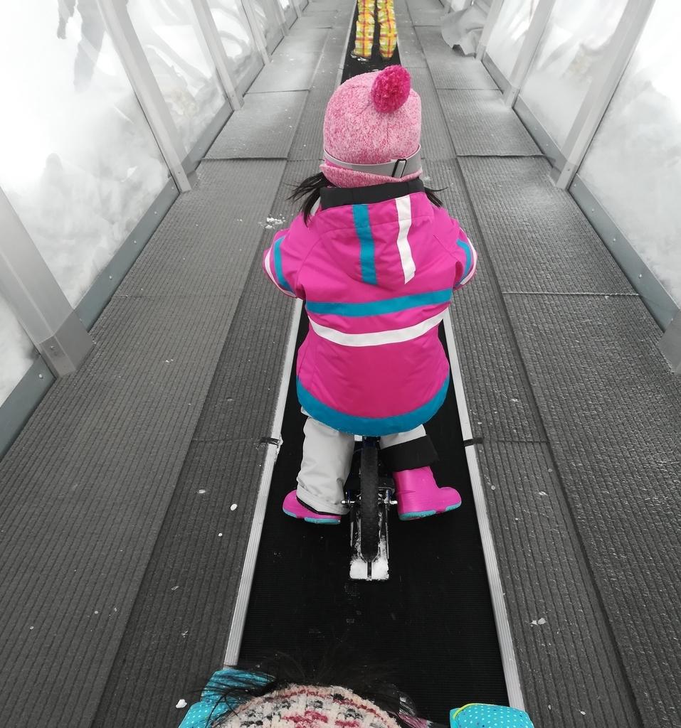 川場スキー場の子ども用エスカレーター