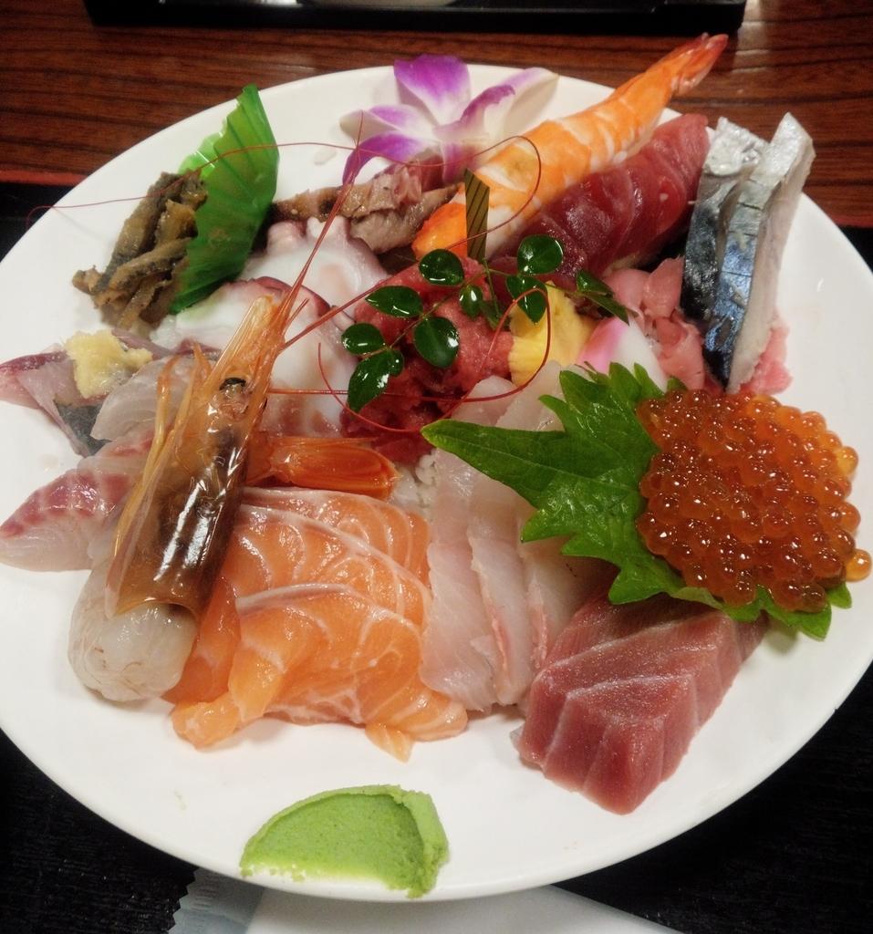 割烹さいとうの海鮮丼はまさに宝石箱