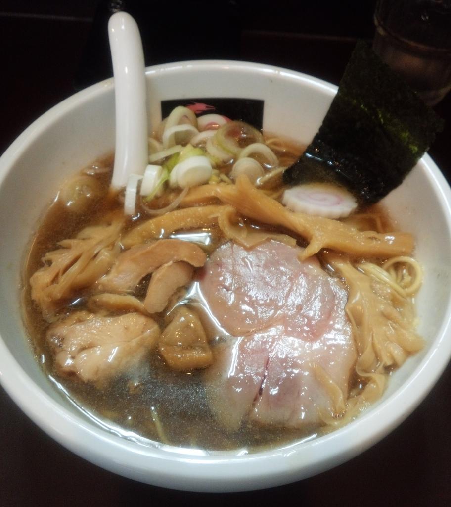 おおぜき中華そば店(恵比寿)のにぼしそばはぜひ食べておきたい!