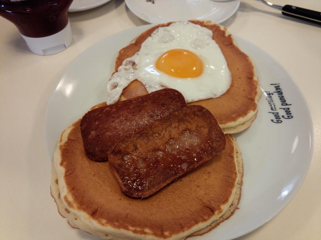 ハワイアンパンケーキハウス パニラニのスパム&エッグパンケーキは食べ応えあり!