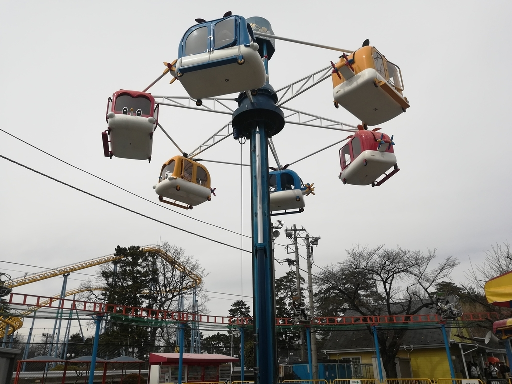 華蔵寺公園遊園地のヘリタワー