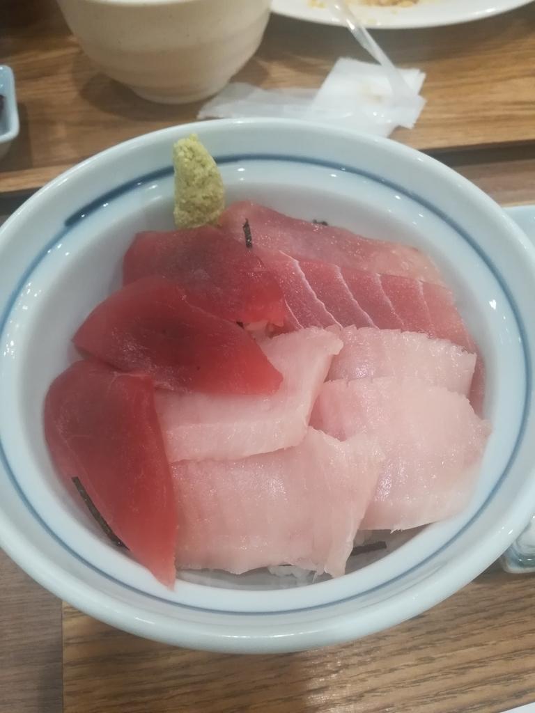 羽田食堂のマグロ3色丼はボリュームも満点