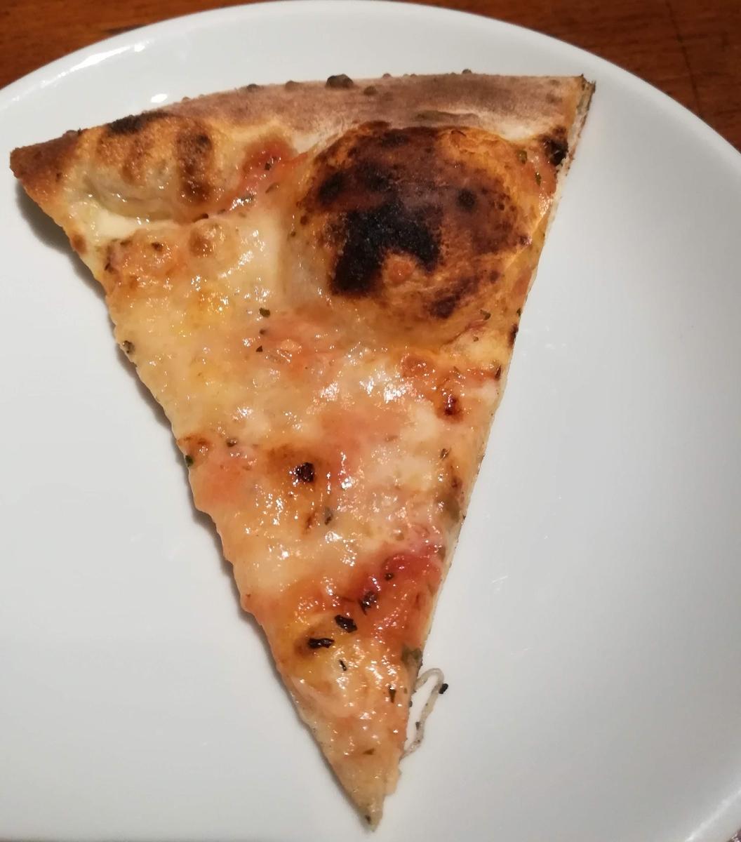 ナポリの食卓はいろいろなピザを楽しめます