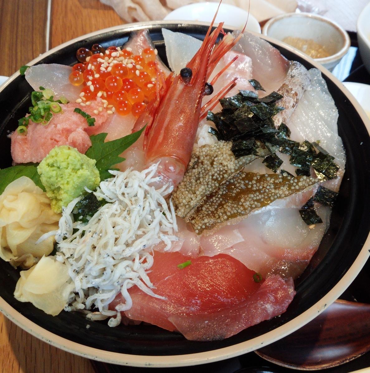 館山なぎさ食堂で新鮮ぴちぴちの海鮮丼を満喫しよう!