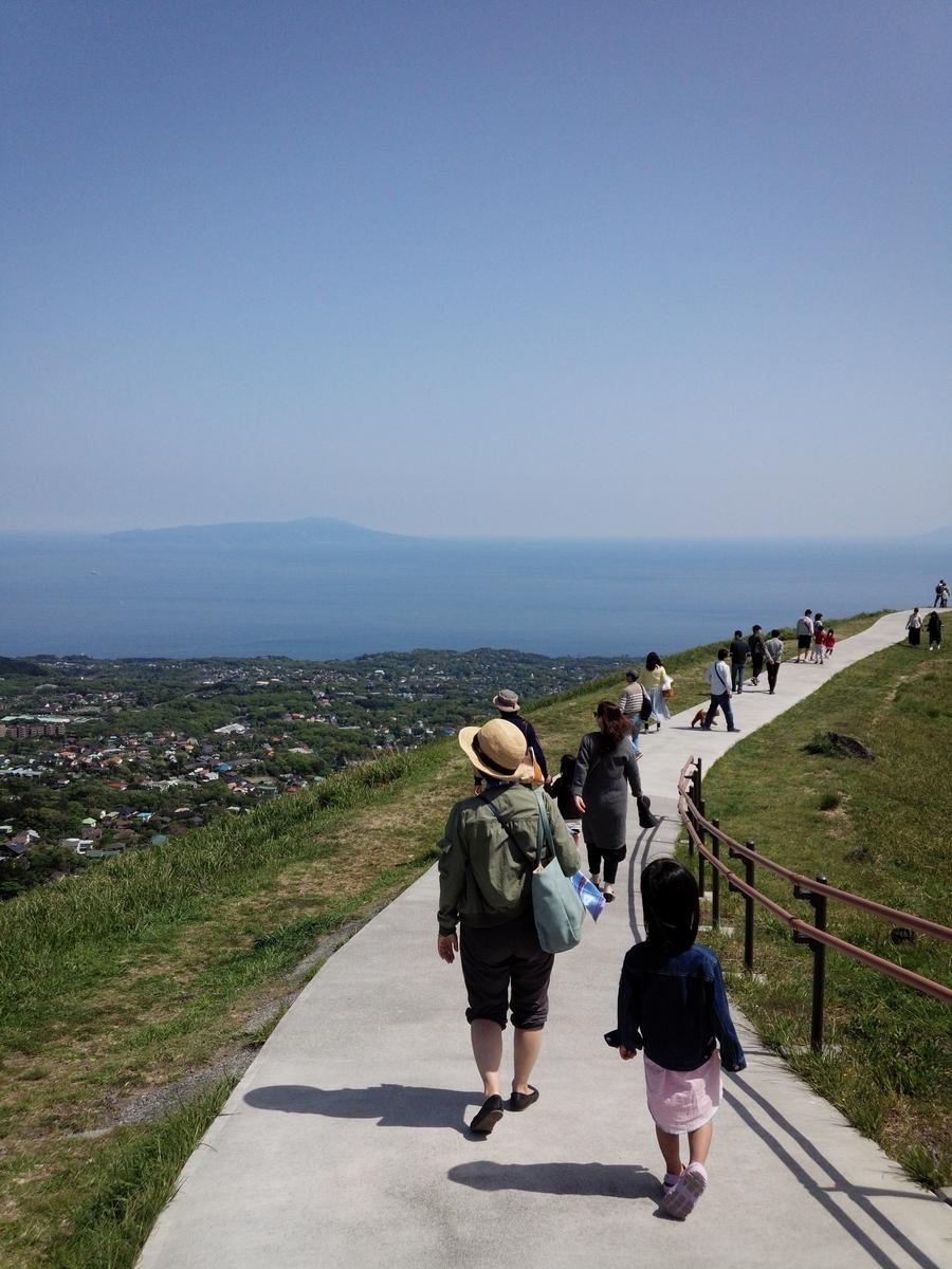 大室山山頂から伊豆大島などが一望できます!