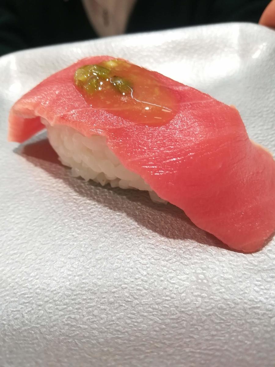 魚べいの極上天然本鮪中トロは1貫で220円!