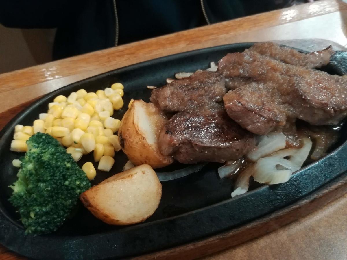 牛ハラミステーキはお肉が180グラムとたっぷり