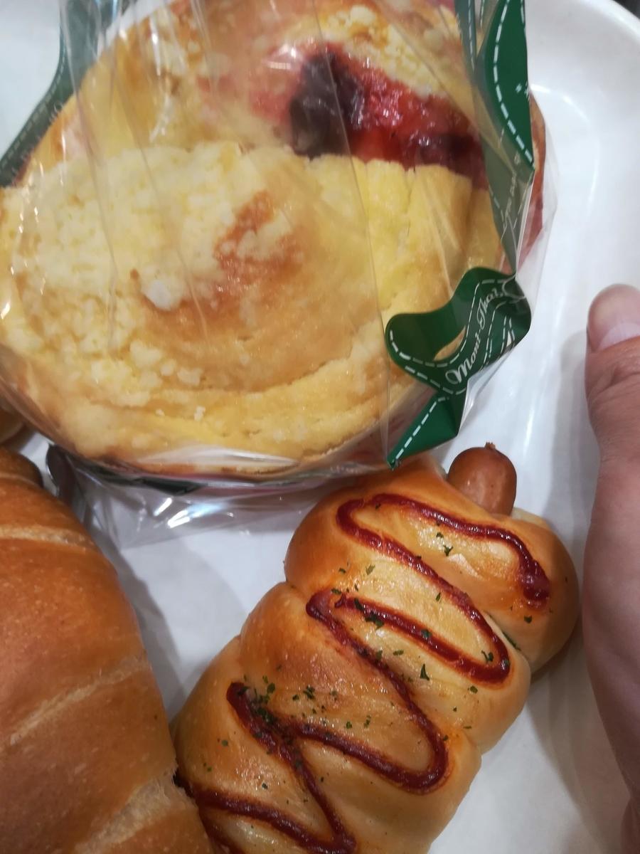 ソーセージのパンと麻布十番モンタボーの人気メニュー『北海道牛乳パン』