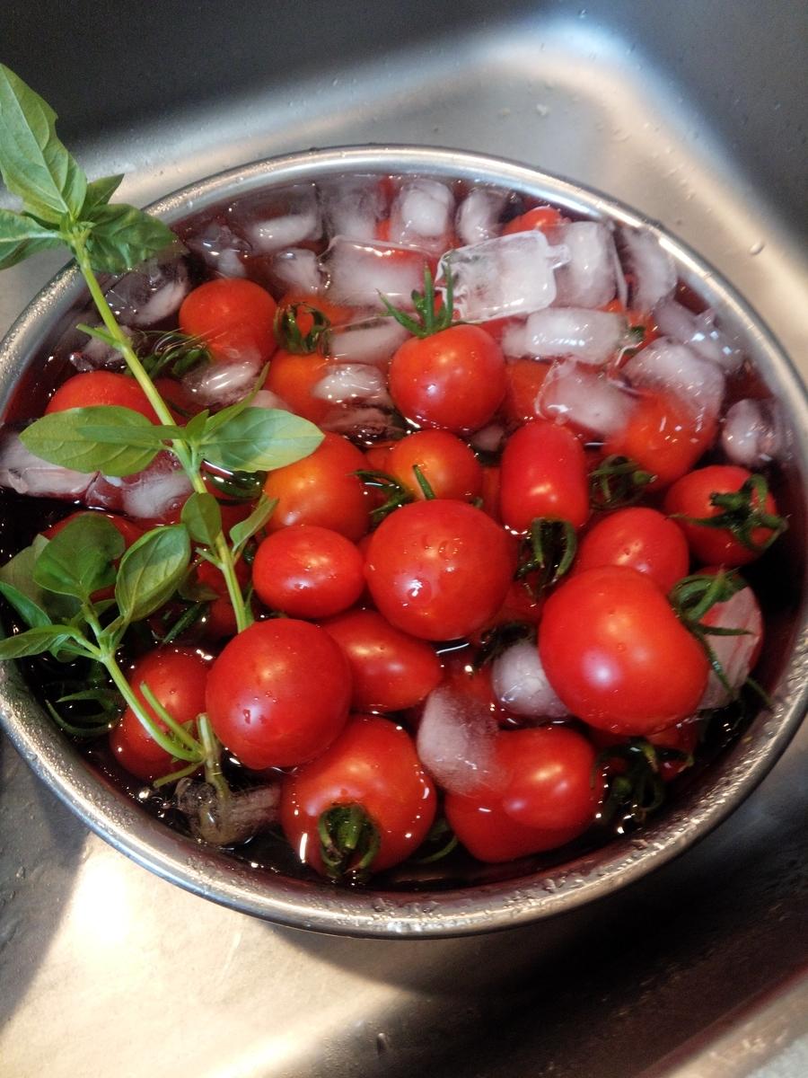家族だけでは食べきれないほどミニトマトが大豊作になりました