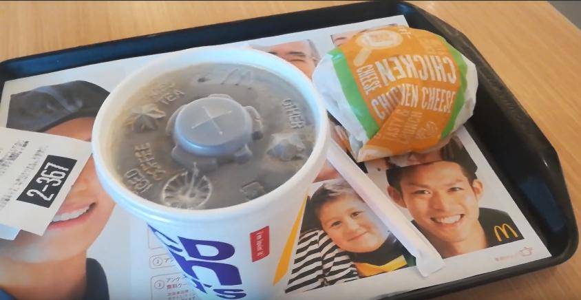 マクドナルドのチキチーとアイスコーヒー