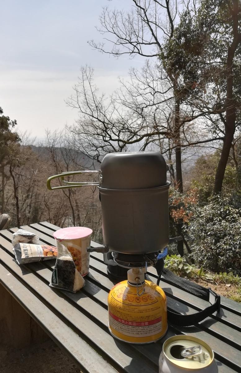 山の上で食べるご飯もいいですよね!