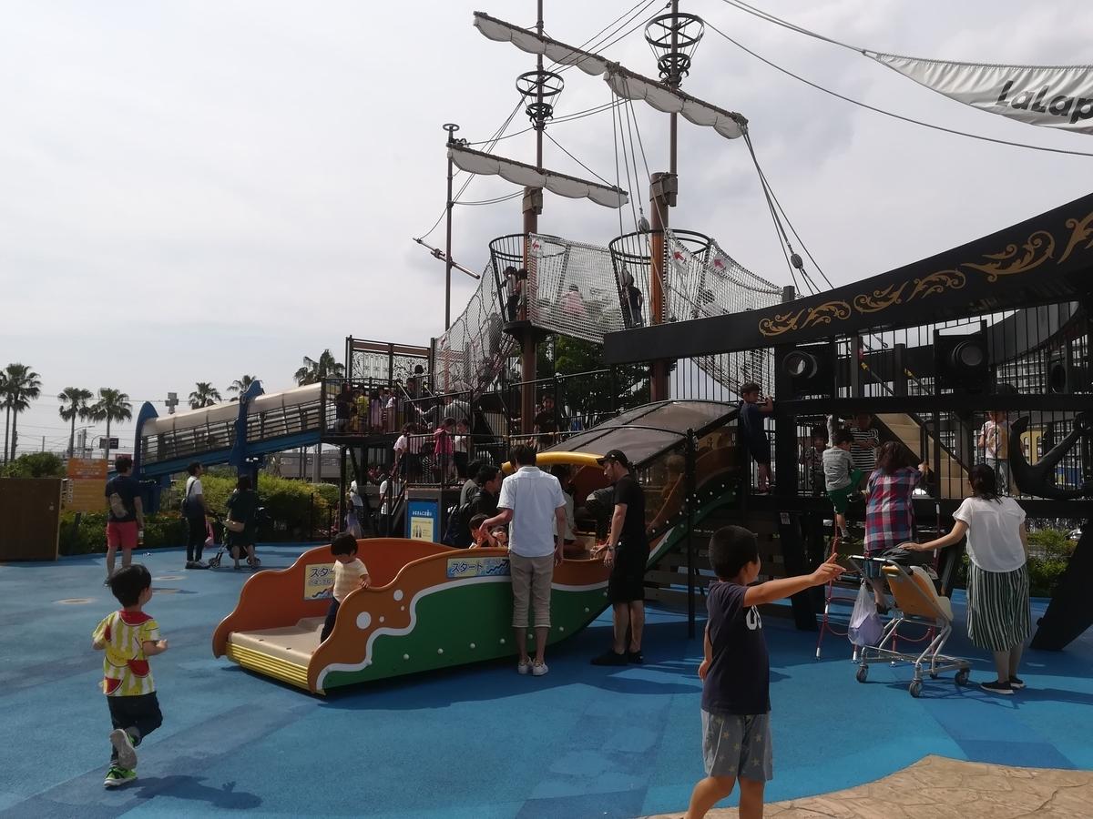 ららぽーとTOKYO-BAYの船の広場には海賊船の遊具があります!