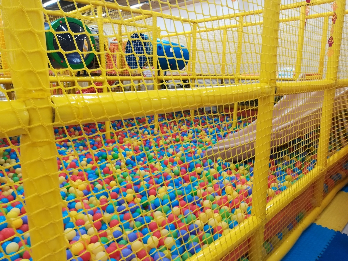 ボールプールでいっぱい遊ぼう!