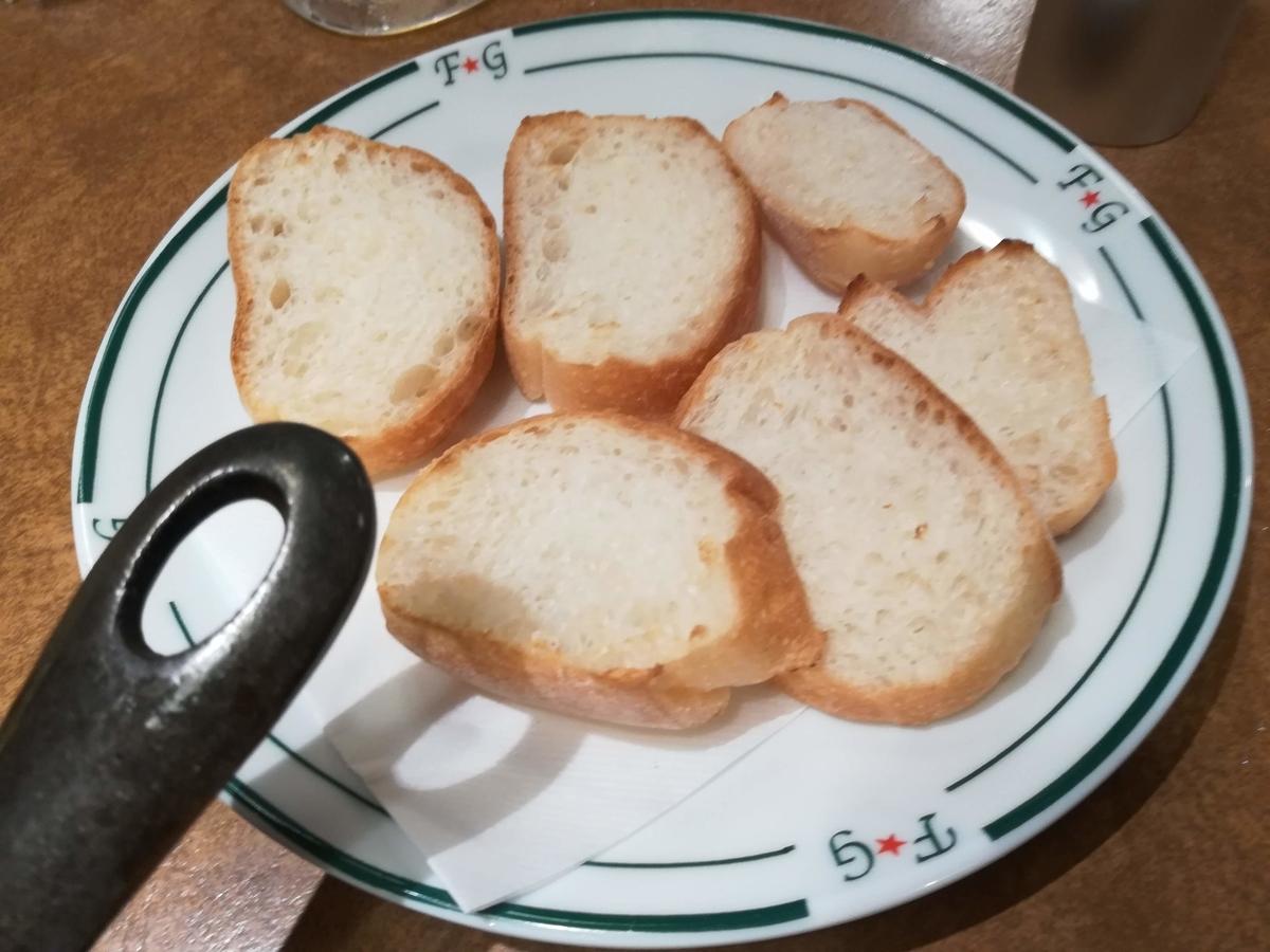 パンに具材をのせたり、オリーブオイルをつけて食べるとおいしい!