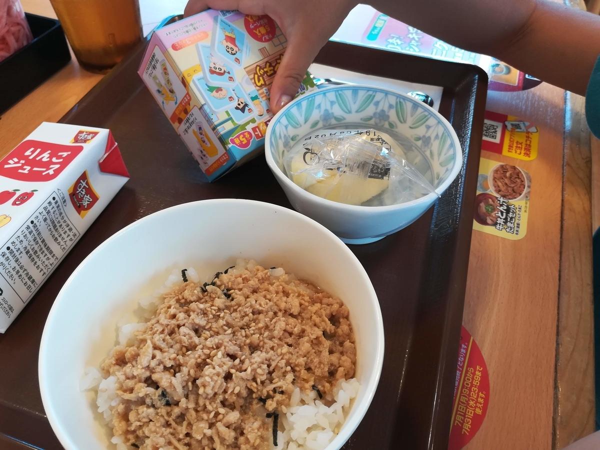 すきすきセットのお子様とりそぼろ丼は400円