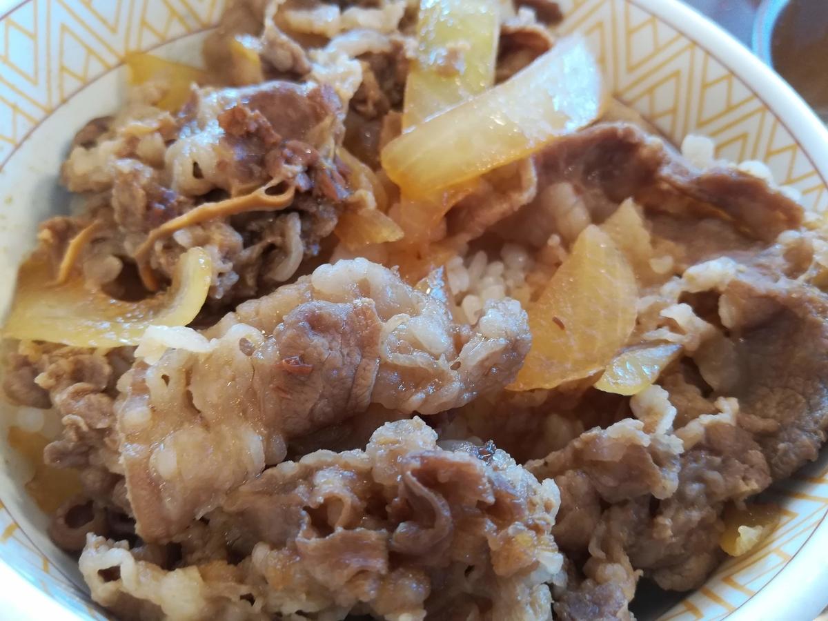 すき家の牛丼は味付けが軽くて食べやすいですね