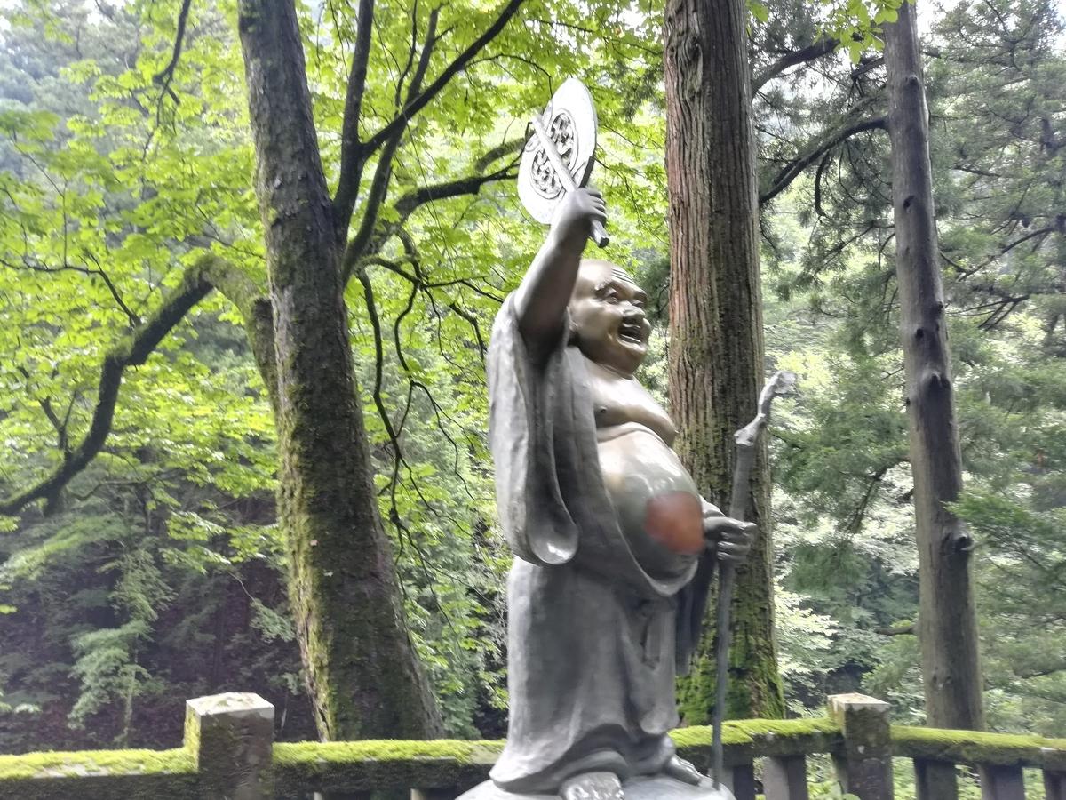 榛名神社参道の布袋様