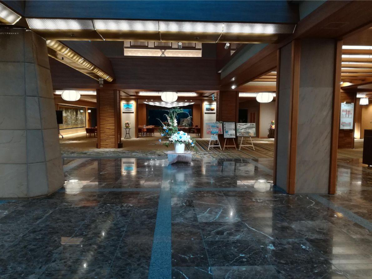 ホテル天坊のロビーは大きく広々!