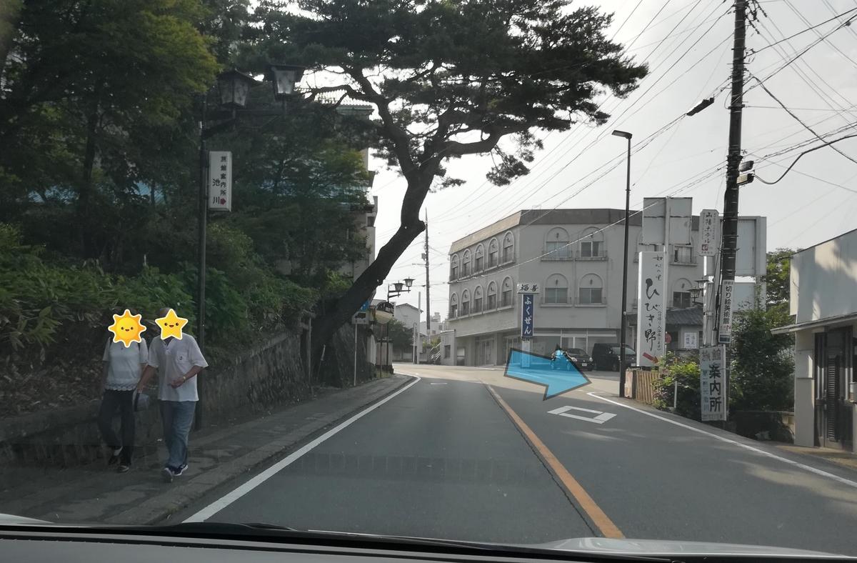 この先の曲がり角を右に折り返すように曲がる!