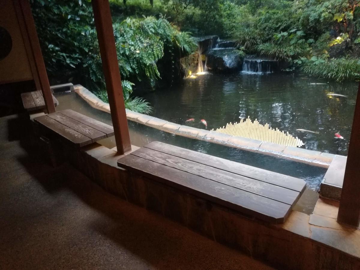 無料の足湯はもちろん伊香保温泉ですよ