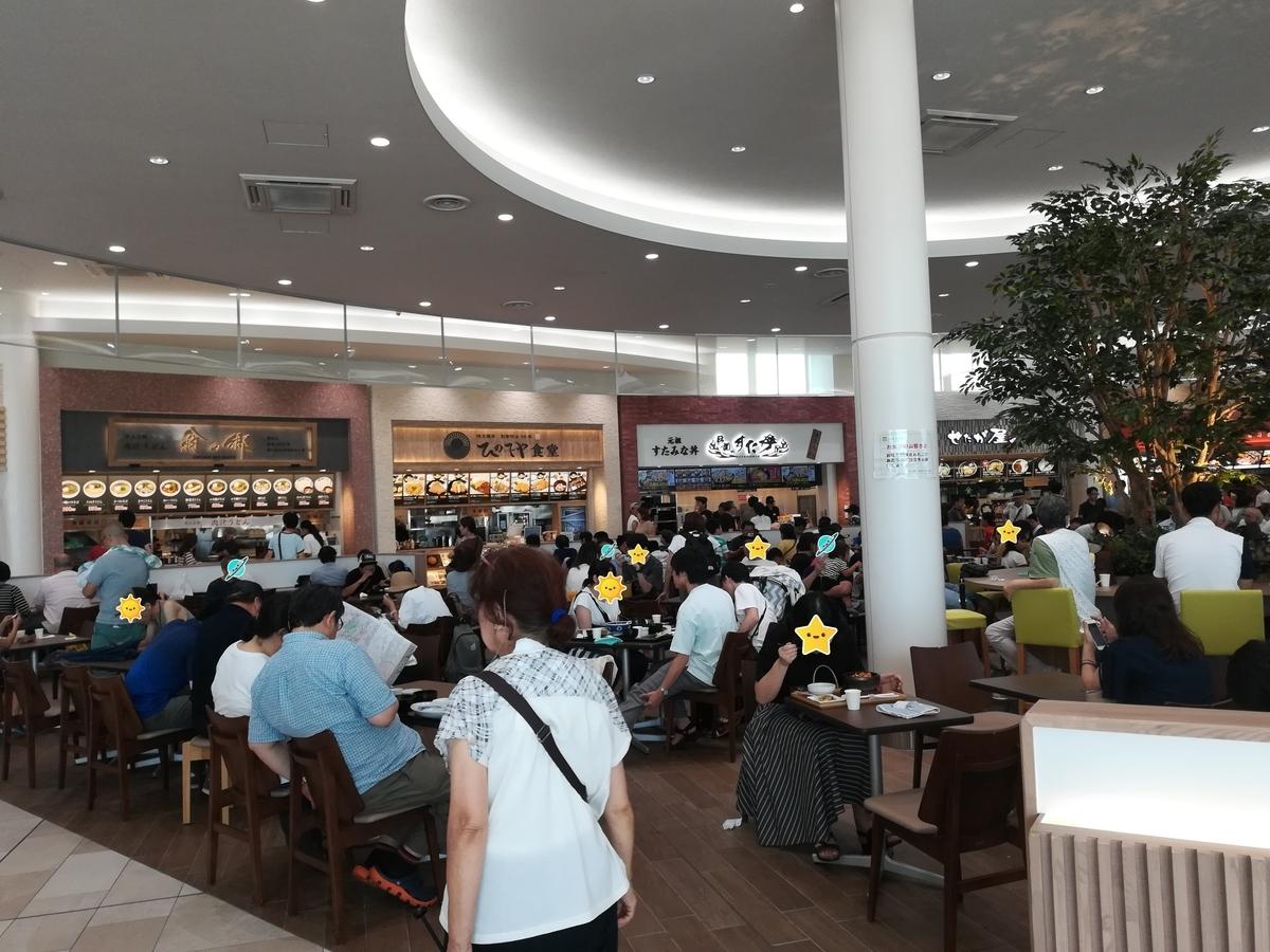 蓮田サービスエリアのフードコートは広大です!