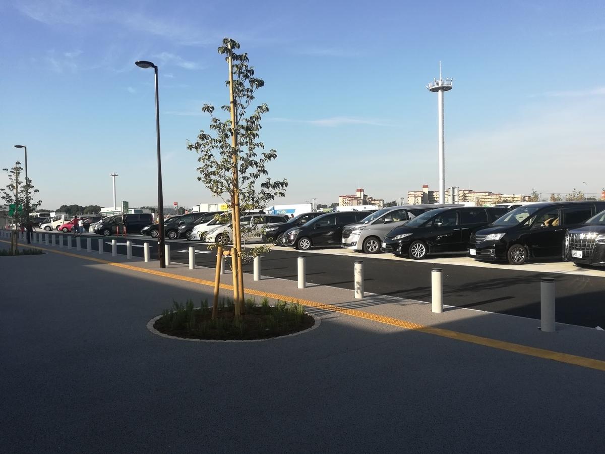 蓮田サービスエリアの駐車場は大きい!