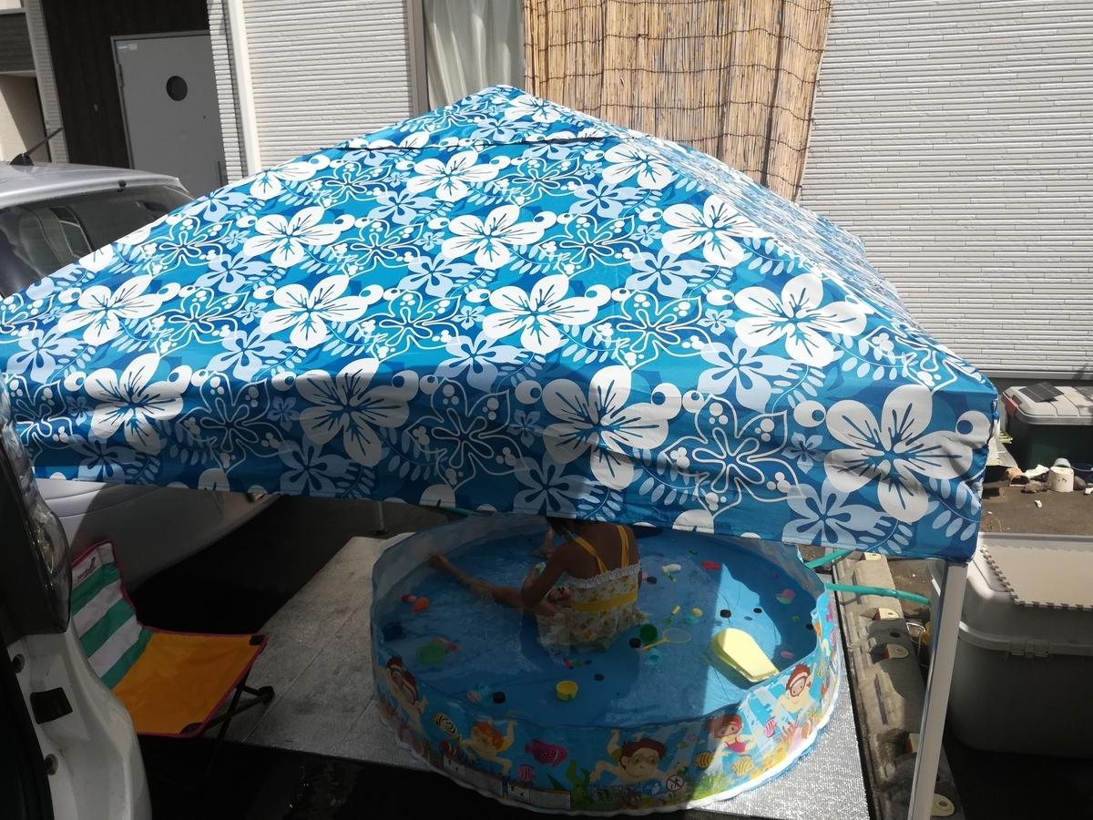 タープテントで日陰を作ってあげましょう!日焼け防止になり、涼しさも増しますよ!