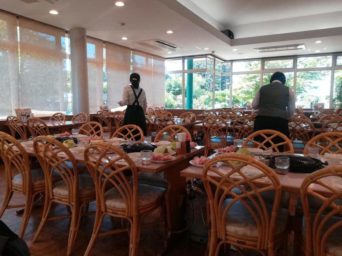 レストランは広いですが、混雑する時間を避けて利用したい
